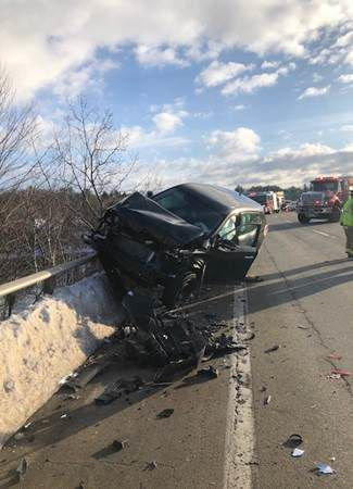 Crashes close portions of I-293, Rte  101 in Manchester and