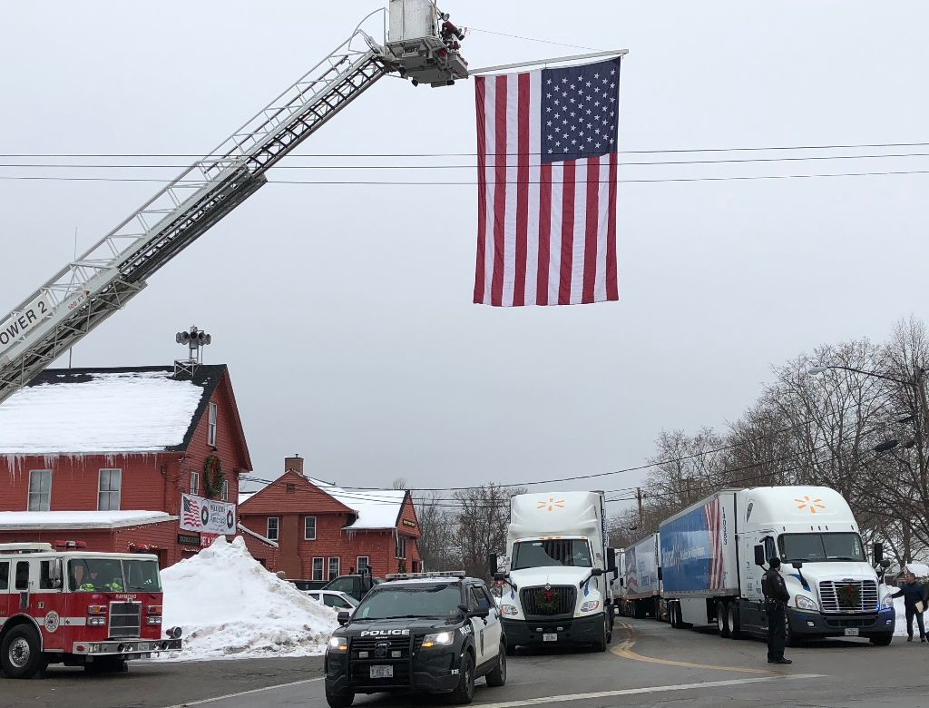 Trucks loaded with wreaths honoring veterans make stop in Raymond
