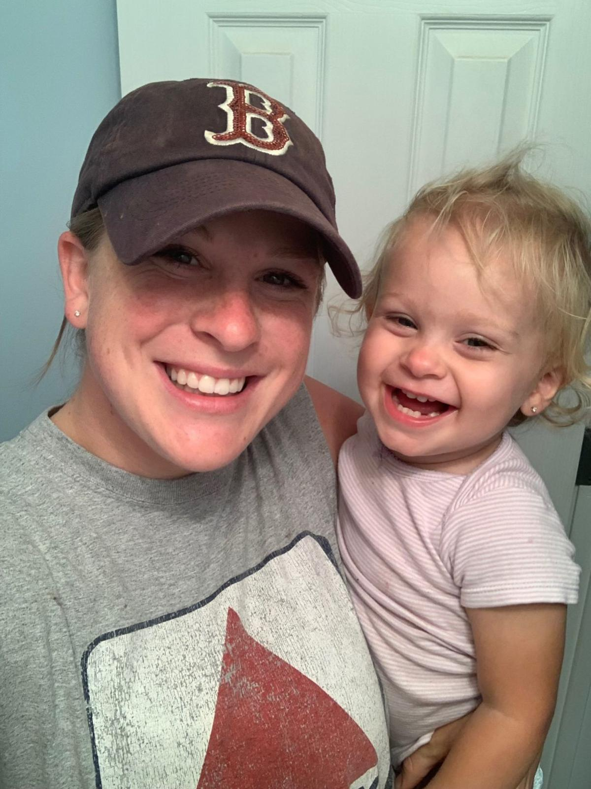 Slain officer with her daughter2