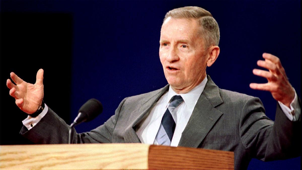 Presidential candidate Ross Perot gestures during the Presidential debate