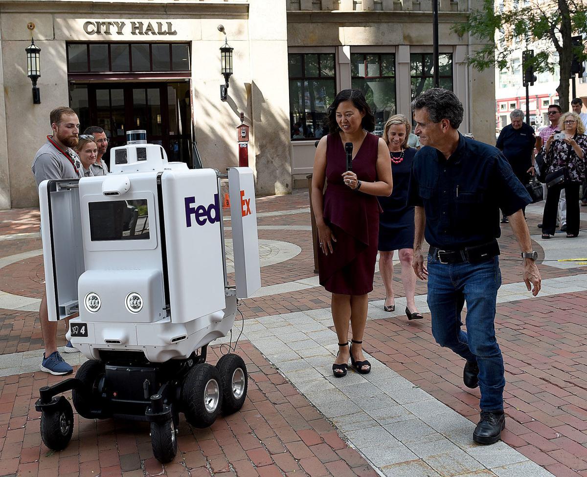 FedEx robot