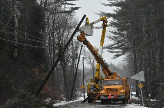 Power crews restore power