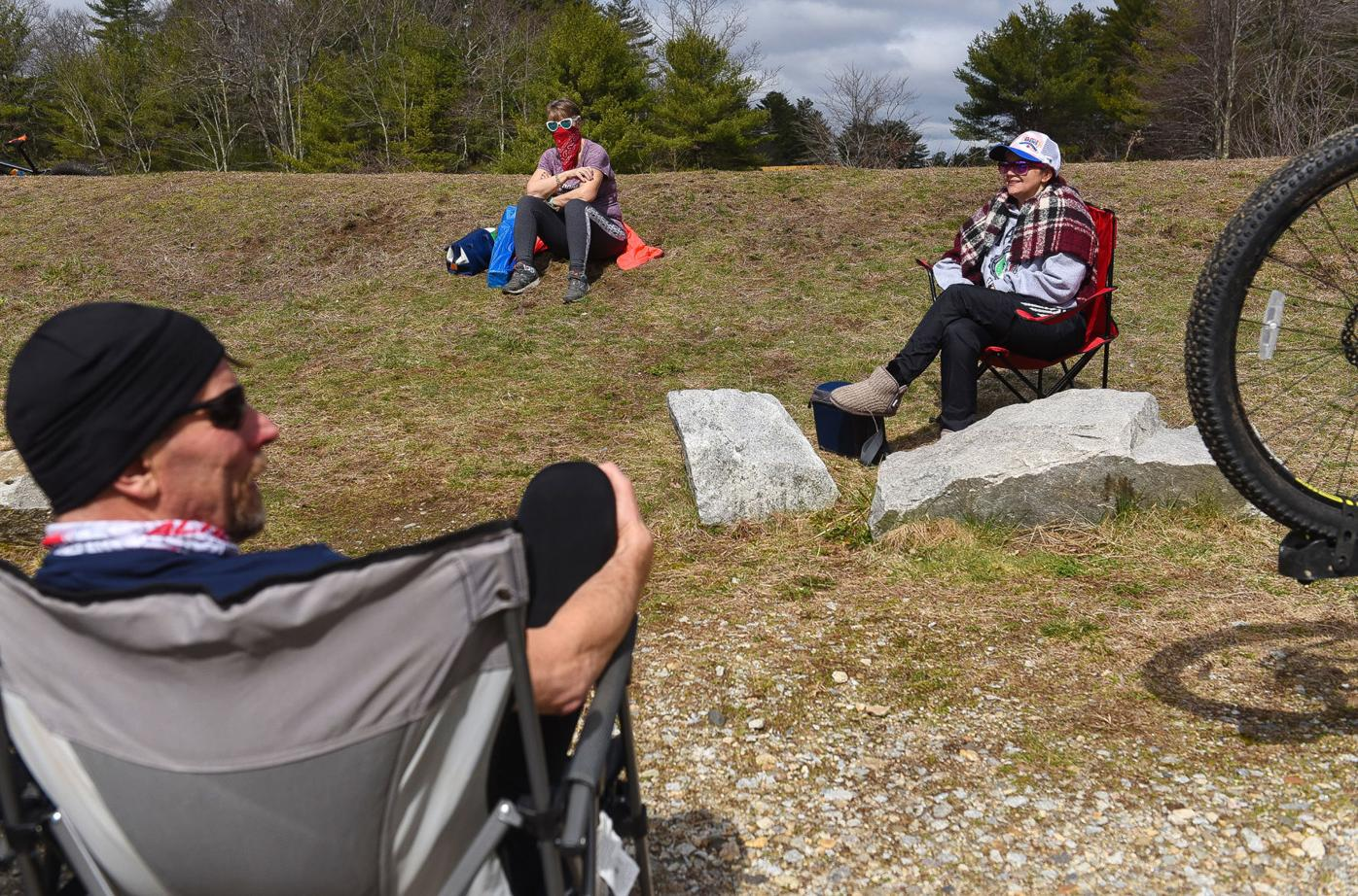 Social distancing bikers, alternative