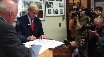 Weld makes official his 2020 challenge to President Trump