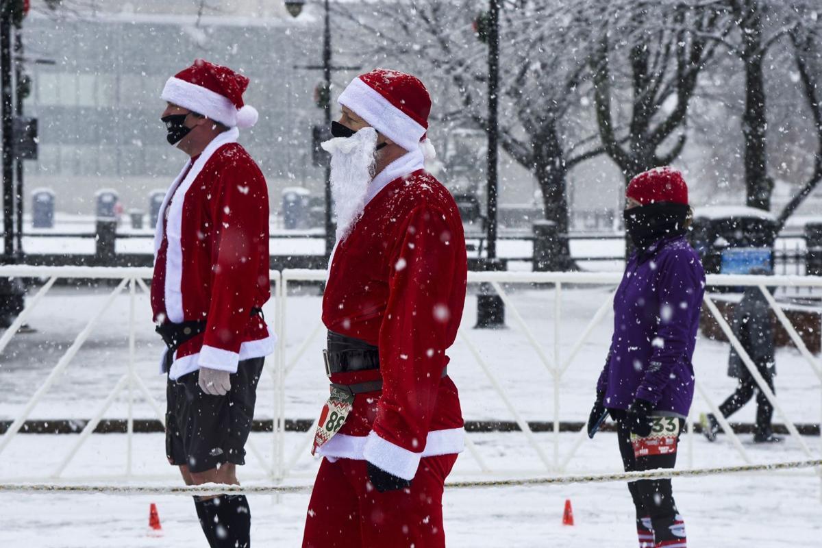 201206-news-santa shuffle-_ROY3264