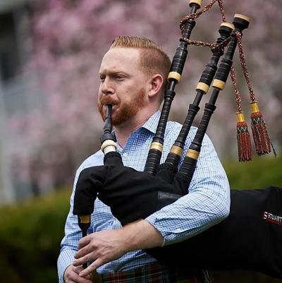 It's tee time for this bagpiper