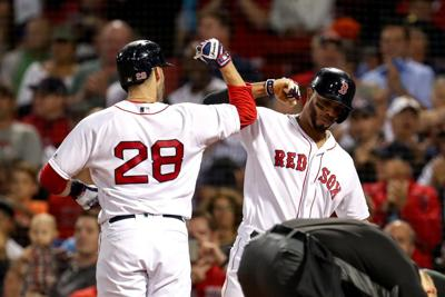 Late error helps Sox complete sweep