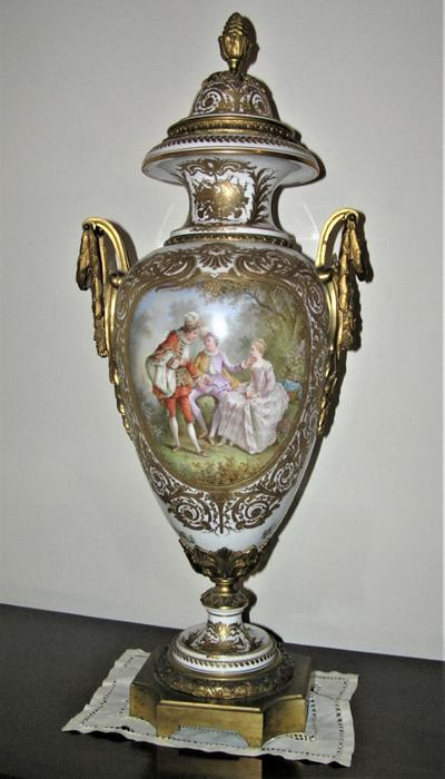 Urns are magnificent, but not from Sevres