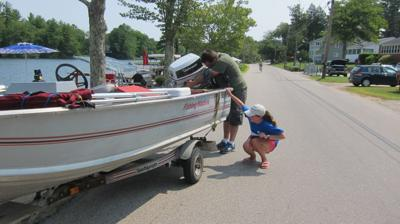 Stopping spread of invasive species in lakes