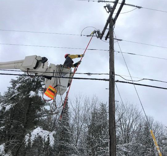 Photo: 190110-news-weather Messy storm fouls commute, knocks out power to thousands