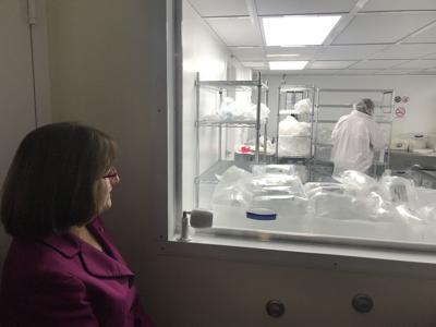 Rep. Ann Kuster tours Foxx Life Sciences