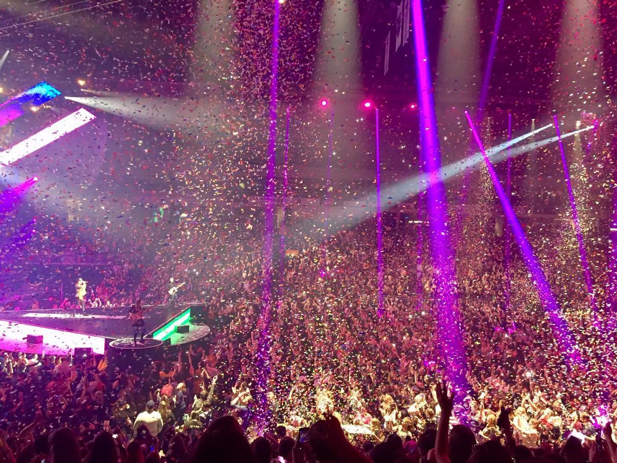 Panic at the Disco performs 'Girls/Girls/Boys'