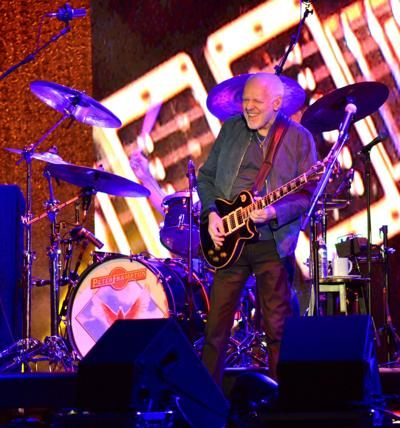 Guitarist Peter Frampton delivers at NH show