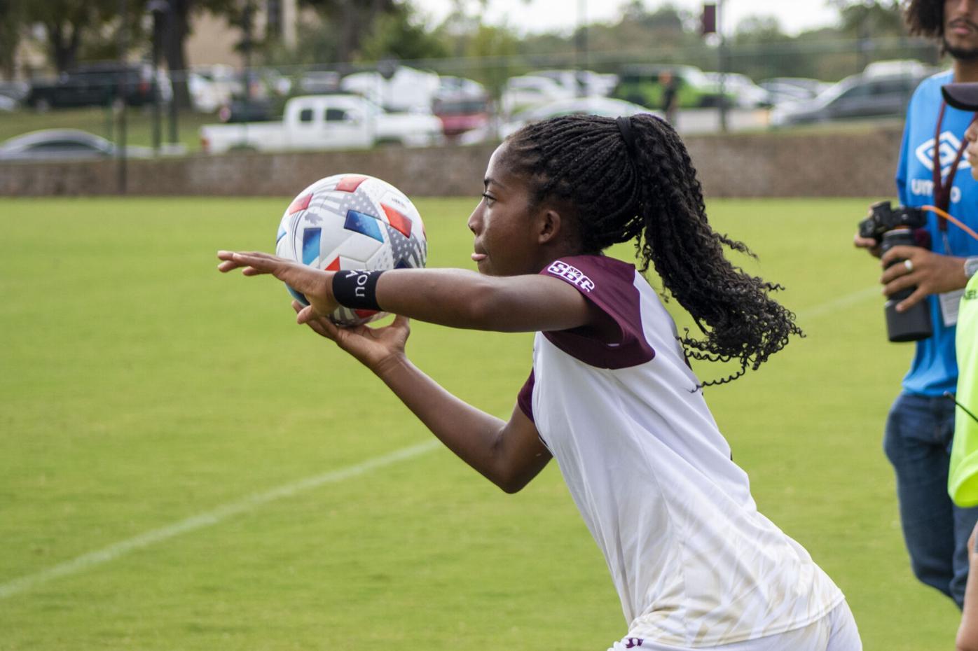 junior forward Kamaria Williams