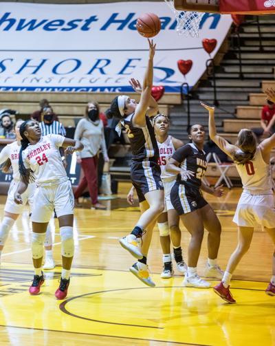 Basketball splits series against Bradley