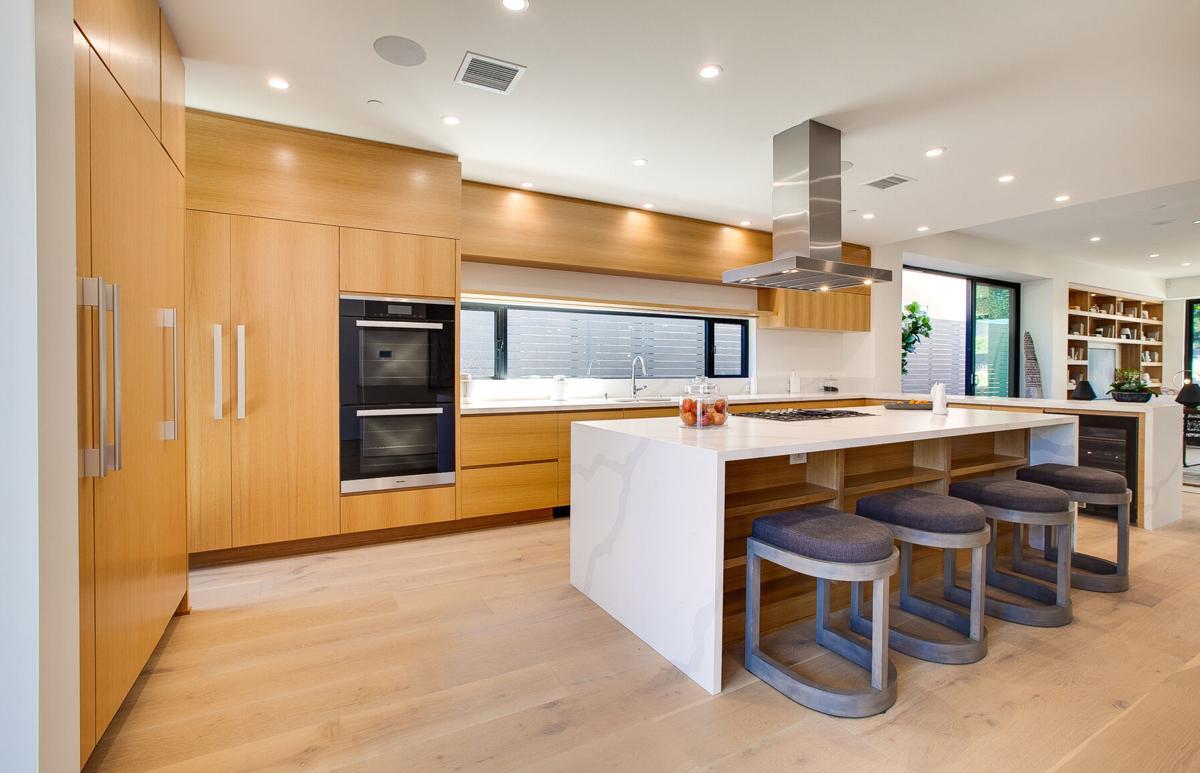 112P Kitchen-2.jpg