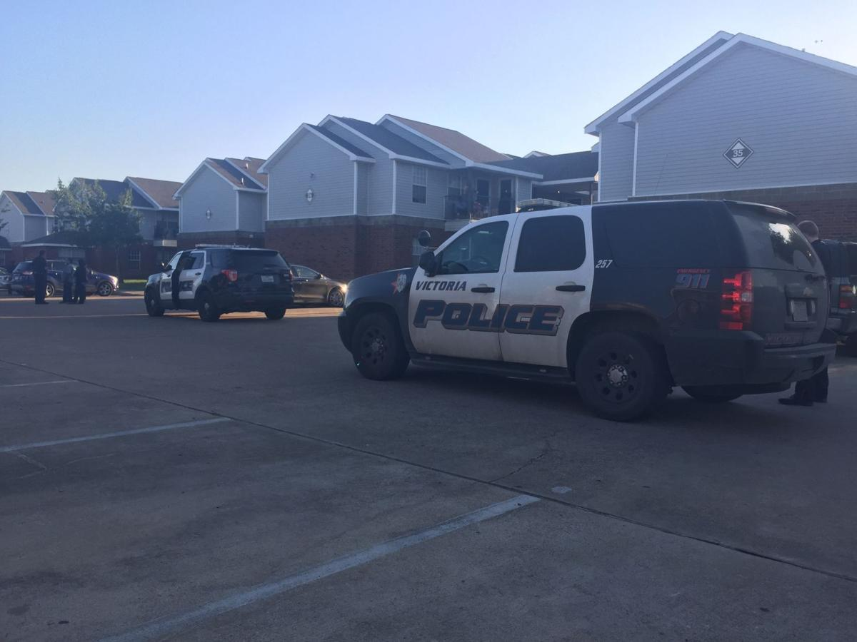 15 year stabbed at apartment complex news