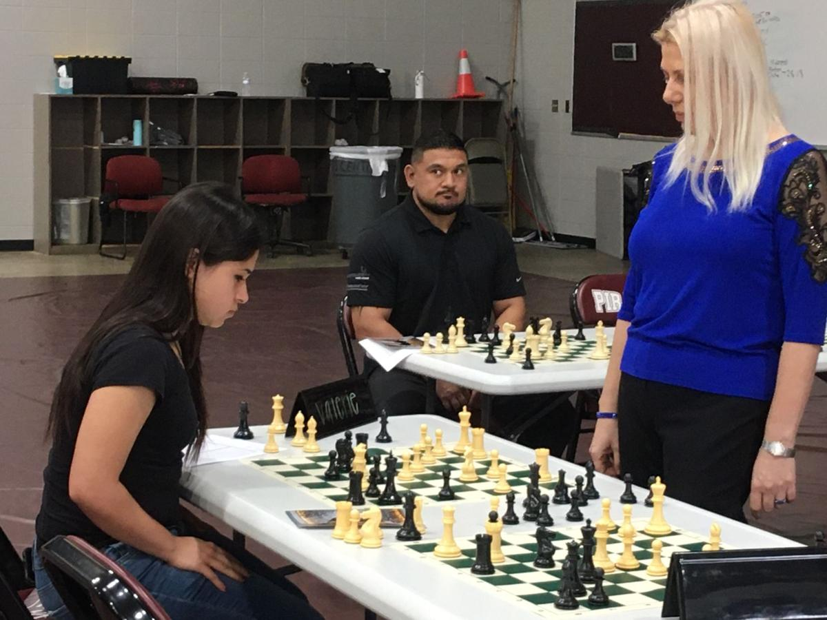 Susan Polgar plays 10 games of chess simultaneously at Victoria College