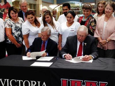 VC, UHV create dual-degree nursing program