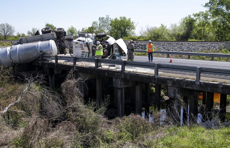 Fuel spill delays northbound traffic on U.S. 59 near Jackson-Victoria county line