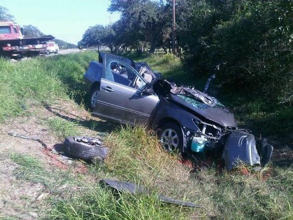 Woman dies in 5-car crash in Lakewood Monday morning