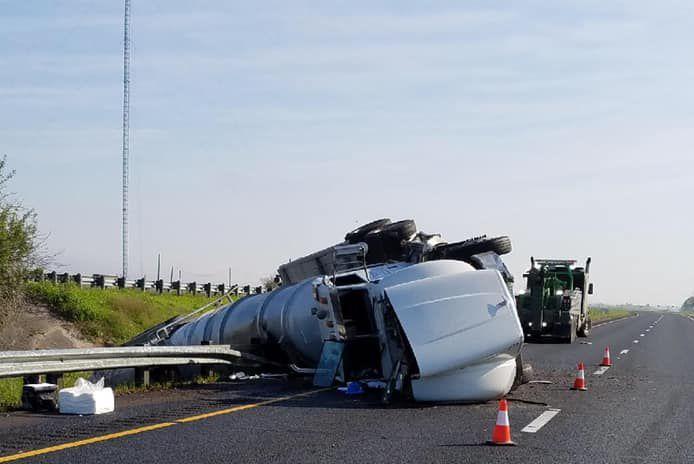 Tractor-trailer crash delays traffic on U.S. 59, spills fuel