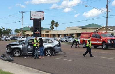 3 Victoria residents taken to hospital after Houston Highway crash
