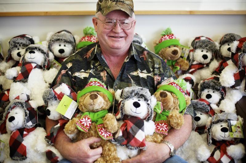 Kay Jewelers Christmas Bear 2020 Man, store team up for massive teddy bear haul (video) | Business