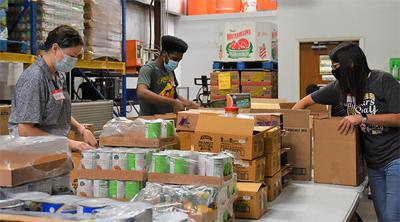 UHV students help community during National Volunteer Week