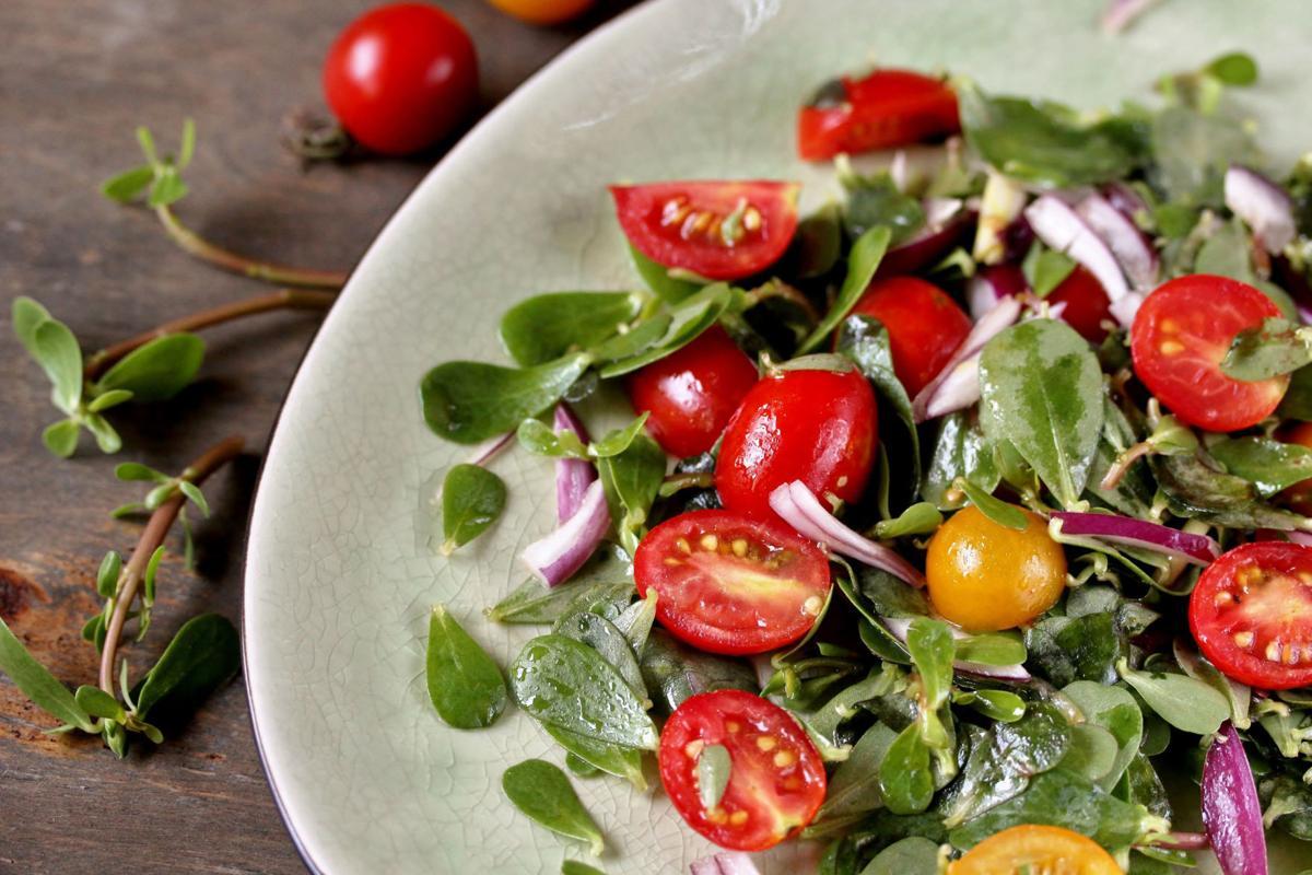 Edible tomato salad