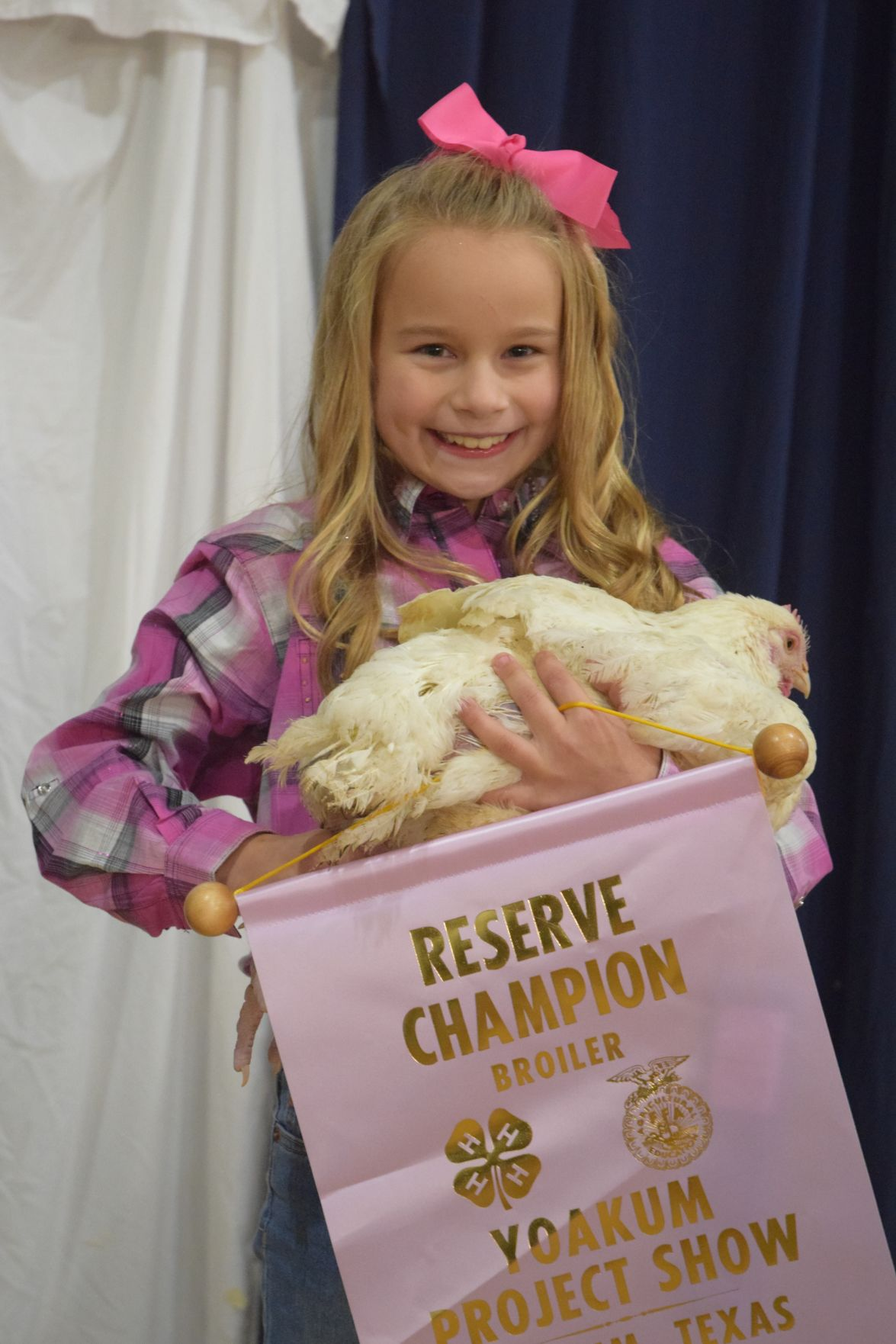 Yoakum Student Receives 11 500 For Champion Steer Local News Victoriaadvocate Com