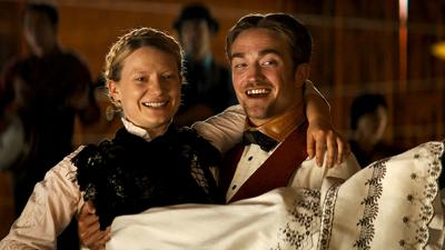 Mia Wasikowska and Robert Pattinson star in 'Damsel'