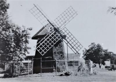 The Old Grist Wind Mill, Memorial Square