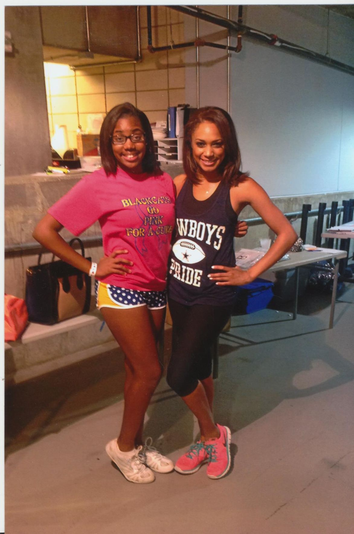 Daughter welcomes comparisons to mother who was Dallas Cowboys cheerleader