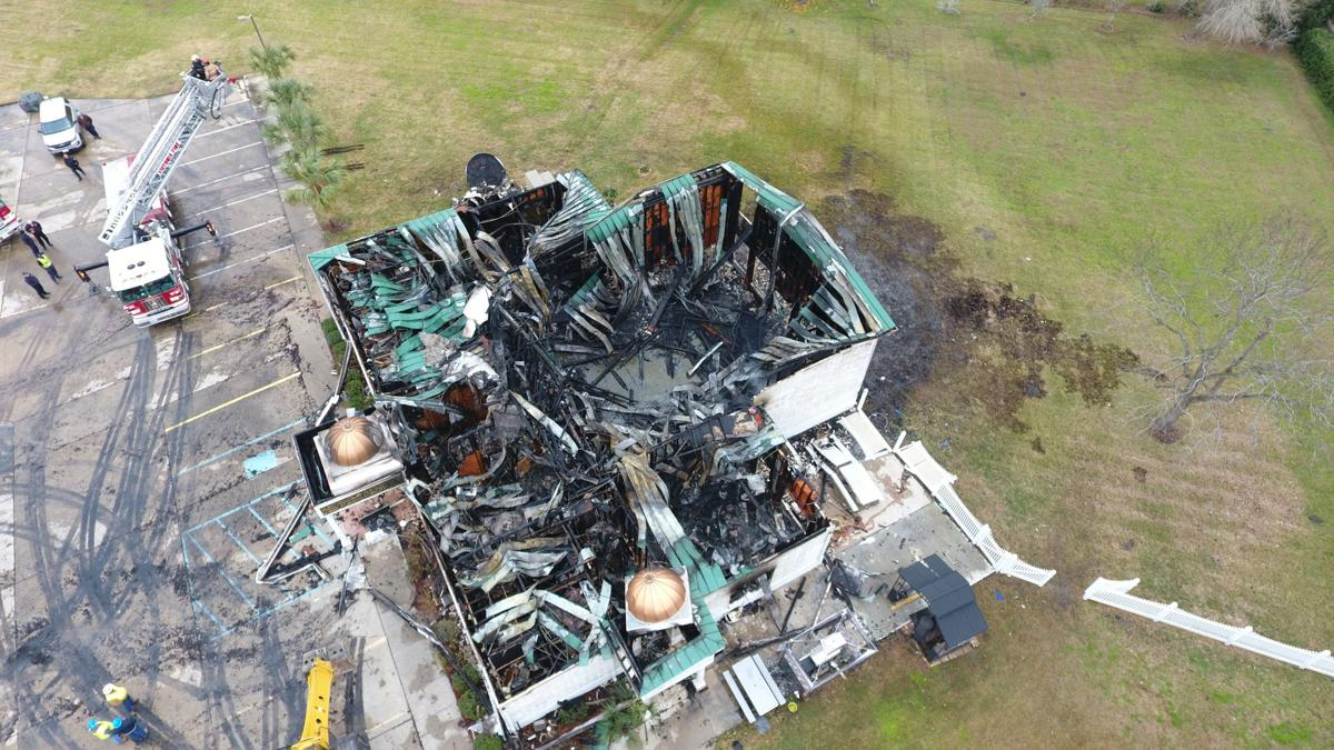 Investigators search for cause of mosque fire (w/videos)