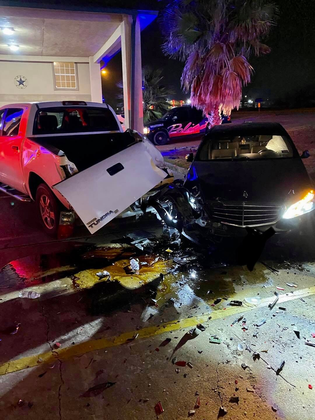 2-vehicle crash in Hallettsville sends one to hospital with minor injuries