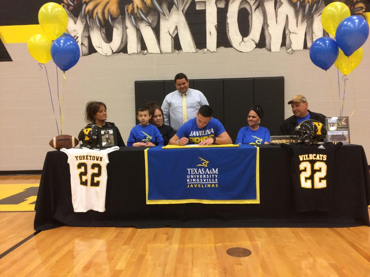 Yorktown player signs