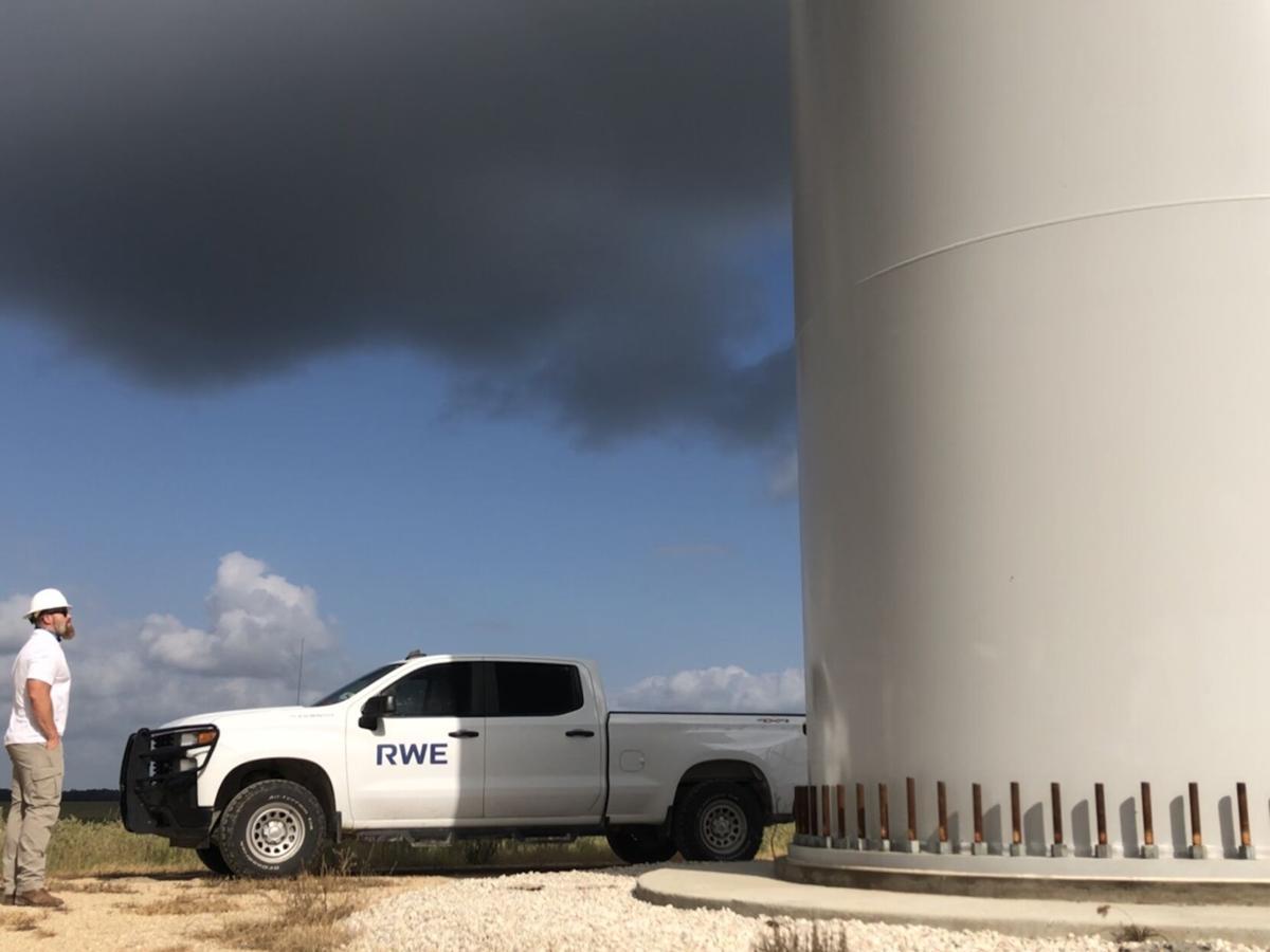 Wind turbine pedestal