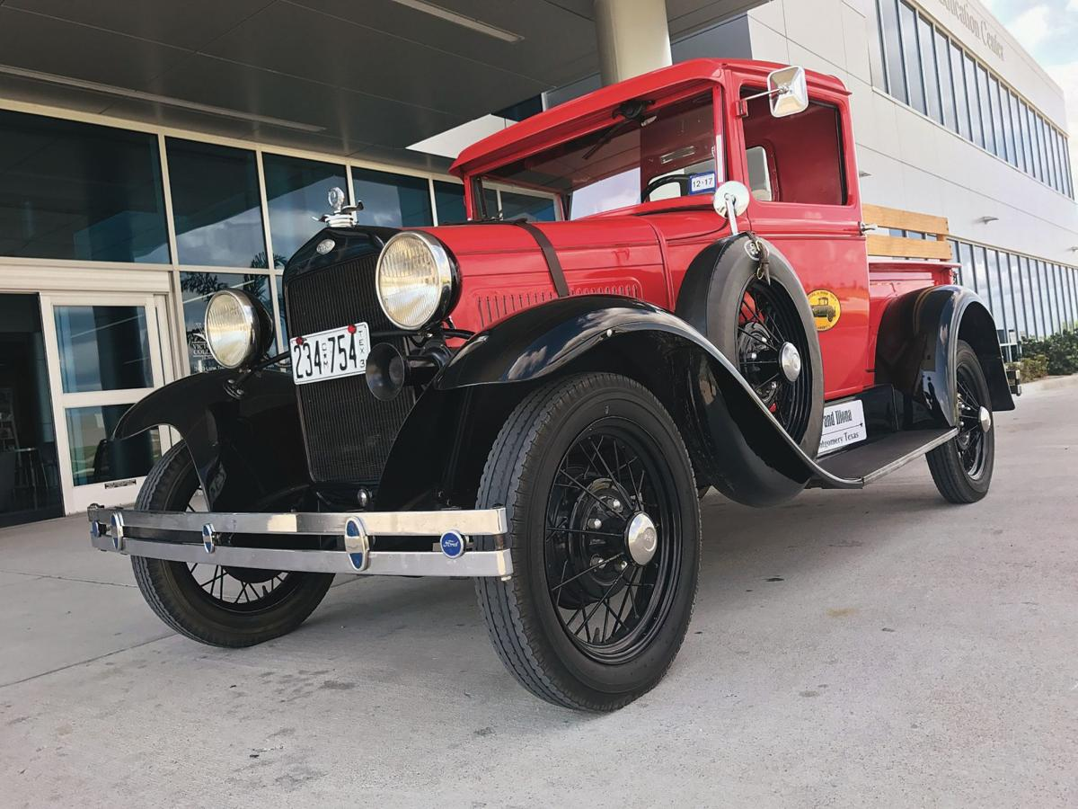 Classic car club makes pit stop in Victoria | Business ...
