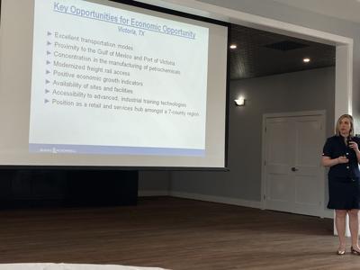 Informational presentation about airport development