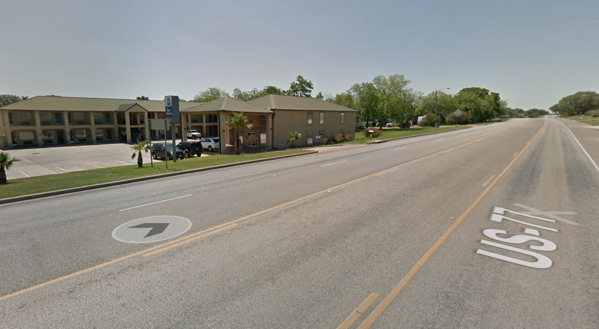 2-vehicle crash in Hallettsville sends one to hospital, minor injuries