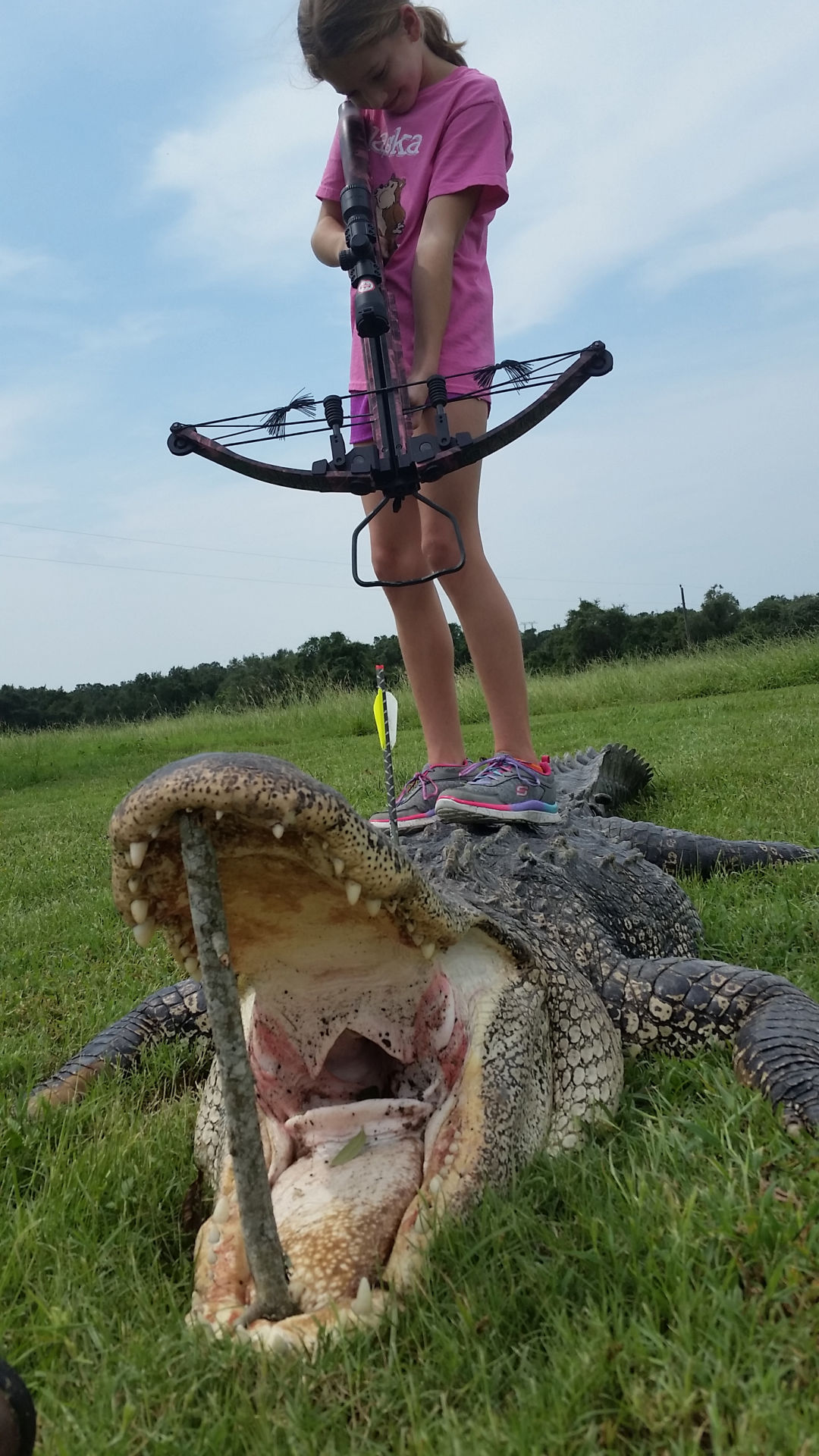 10 year old girl shoots 13 foot alligator with crossbow advosports
