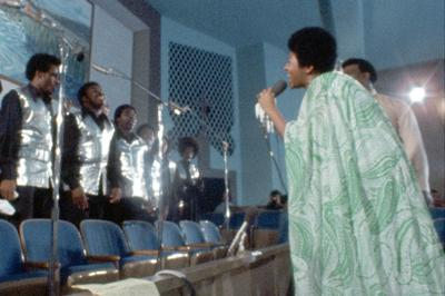 Aretha Franklin and the Southern California Community Choir in 'Amazing Grace'