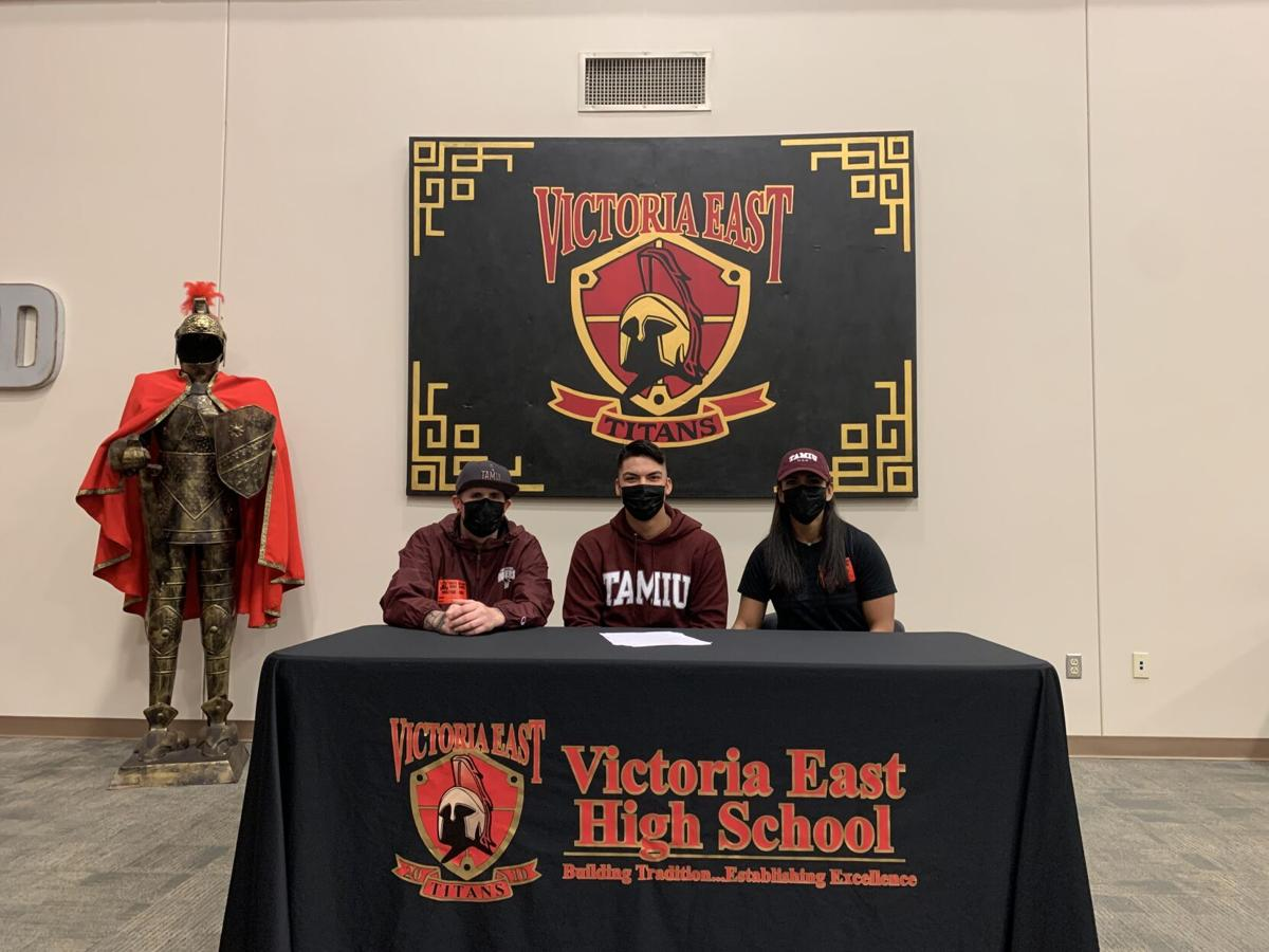 East's Cory Cann signs with Texas A&M International