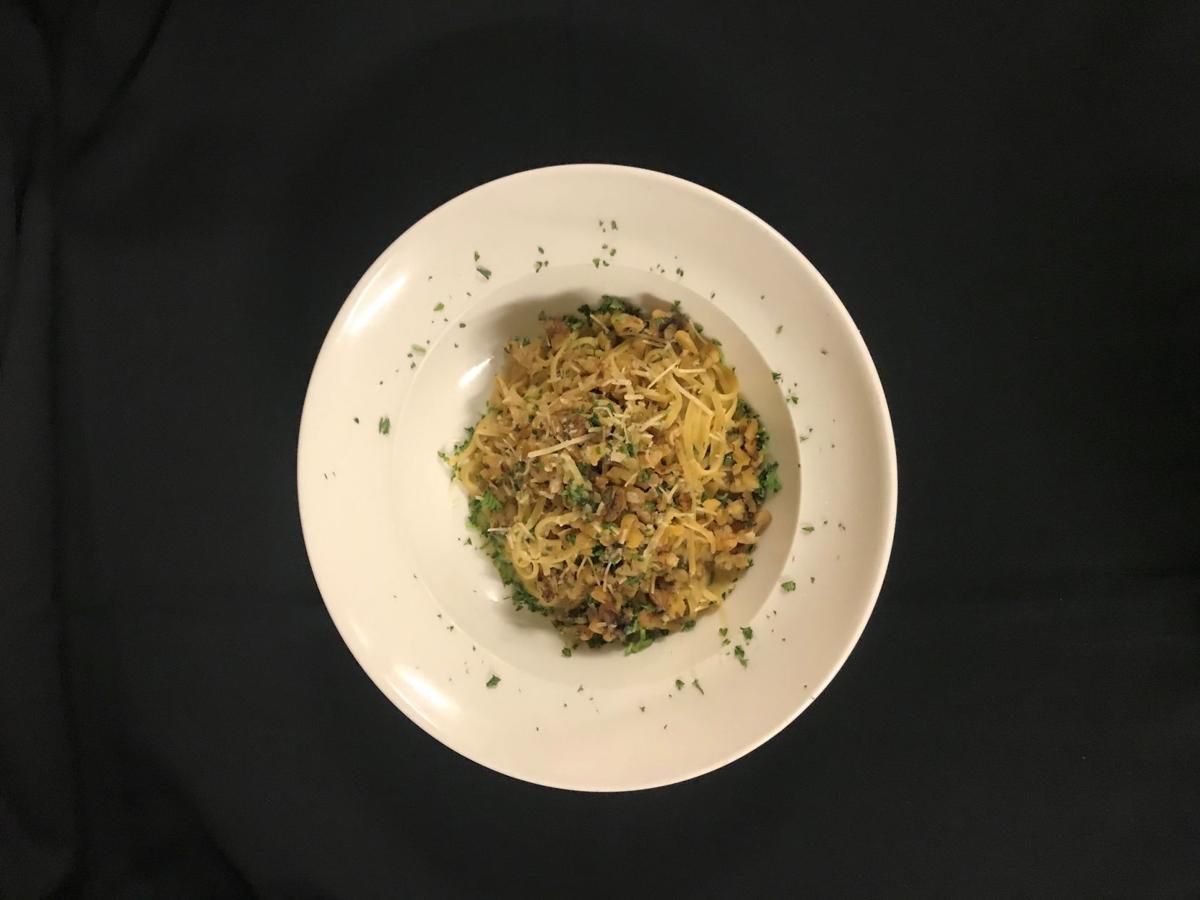 Spaghetti with walnut pesto