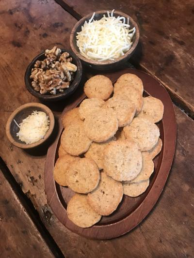 Janey's Elegant Cheese Rounds
