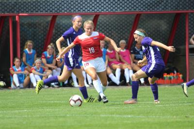 Basler leads Illinois State 5-0 over North Florida
