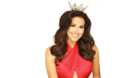 ISU alumna Ariel Beverly crowned Miss Illinois