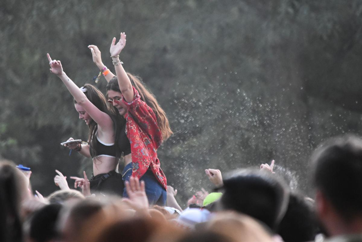 Lollapalooza concert dancing
