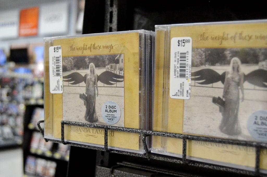 Miranda lambert tops the country charts with new album for Miranda lambert the weight of these wings songs